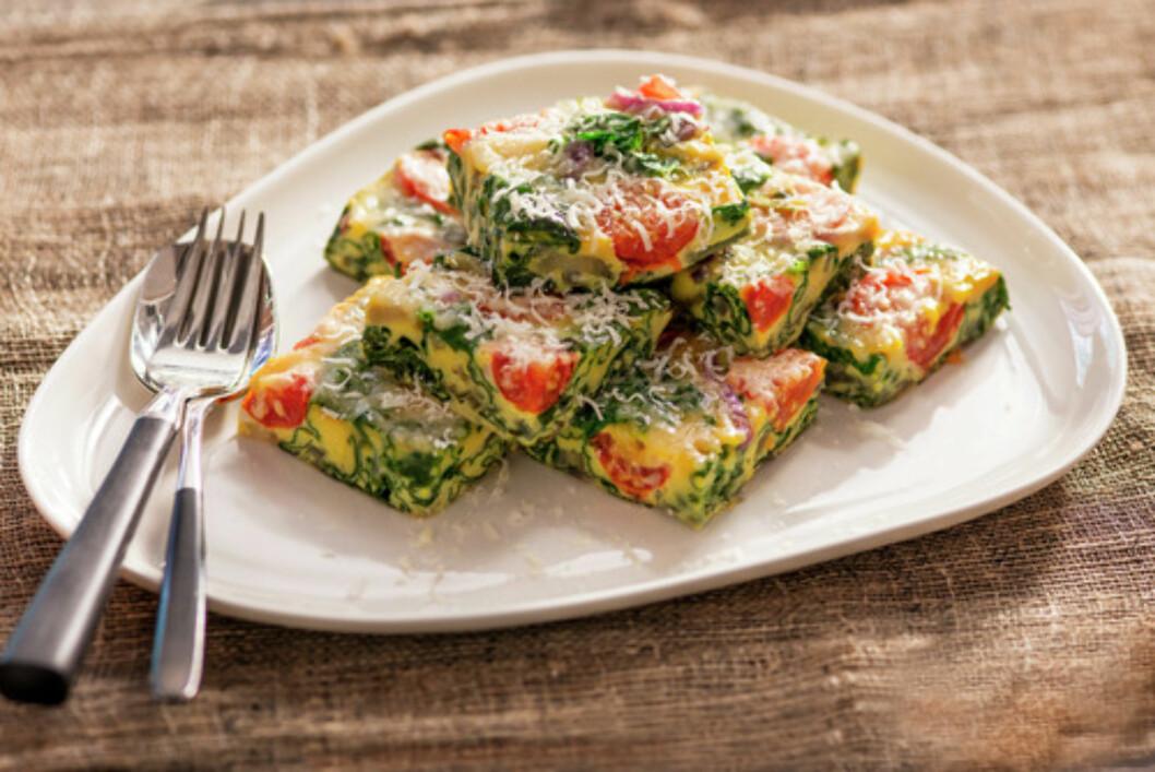 FRITTATA: Frittata er en italiensk rett som ligger et sted midt mellom en omelett og en quiche uten bunn.  Foto: Matprat.no/Synnøve Dreyer