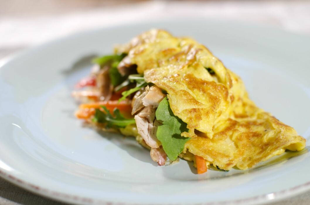 SUNT OG RASKT: Omelett fylt med kylling og gulrot.  Foto: Fru Timian