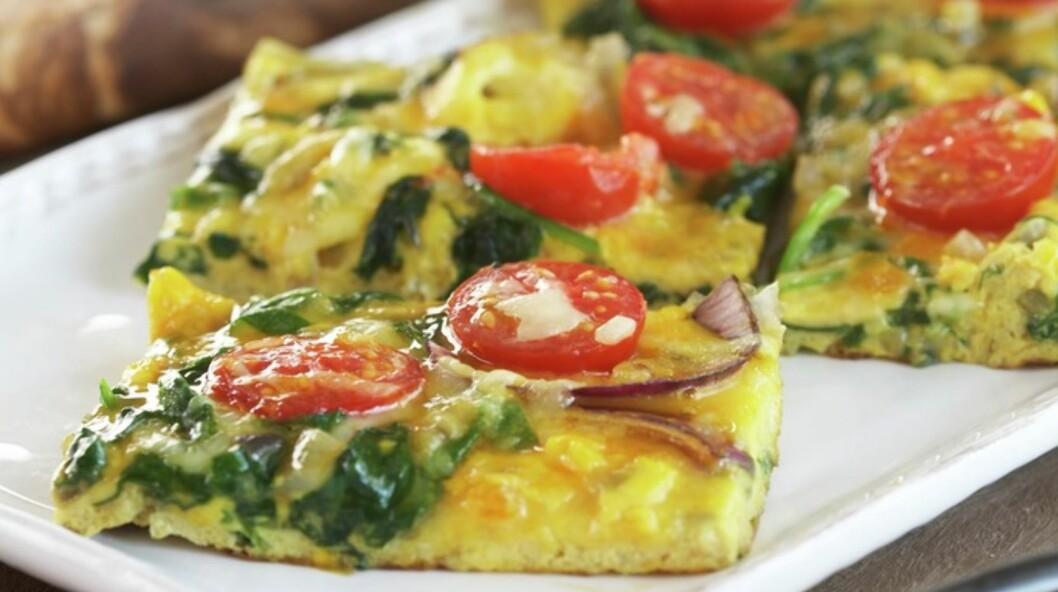 FRITTATA: Egg kan brukes til så mangt, og er perfekt om du trenger en kjapp middag.  Foto: Matprat.no/Synnøve Dreyer