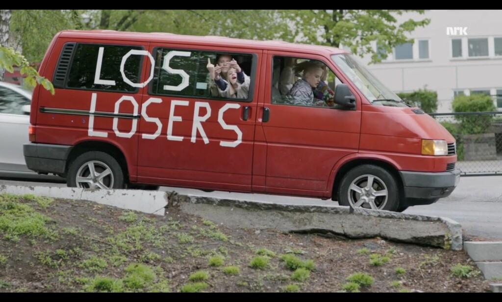 <b>Punkt 7: </b>Mal bilen til foreldrene dine rød. Foto: NRK