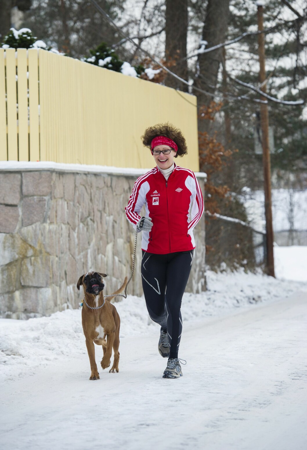 AKTIV: Anne Grethe har det bedre når hun løper enn når hun går. Hun løper flere ganger i uken og har ofte med seg Elsa Sophie  (14 mnd), som hun deler med sønnen.