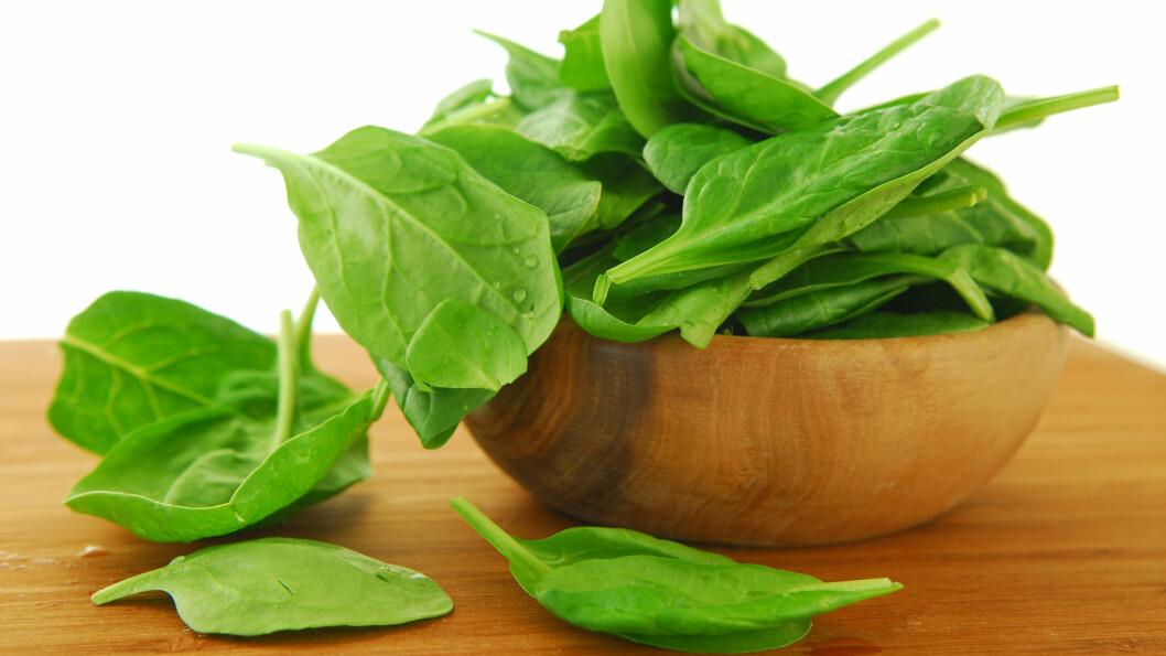 RÅ SPINAT: Spinat inneholder oksalsyre som kan være litt skummelt dersom du får i deg store mengder.  Foto: NTB Scanpix