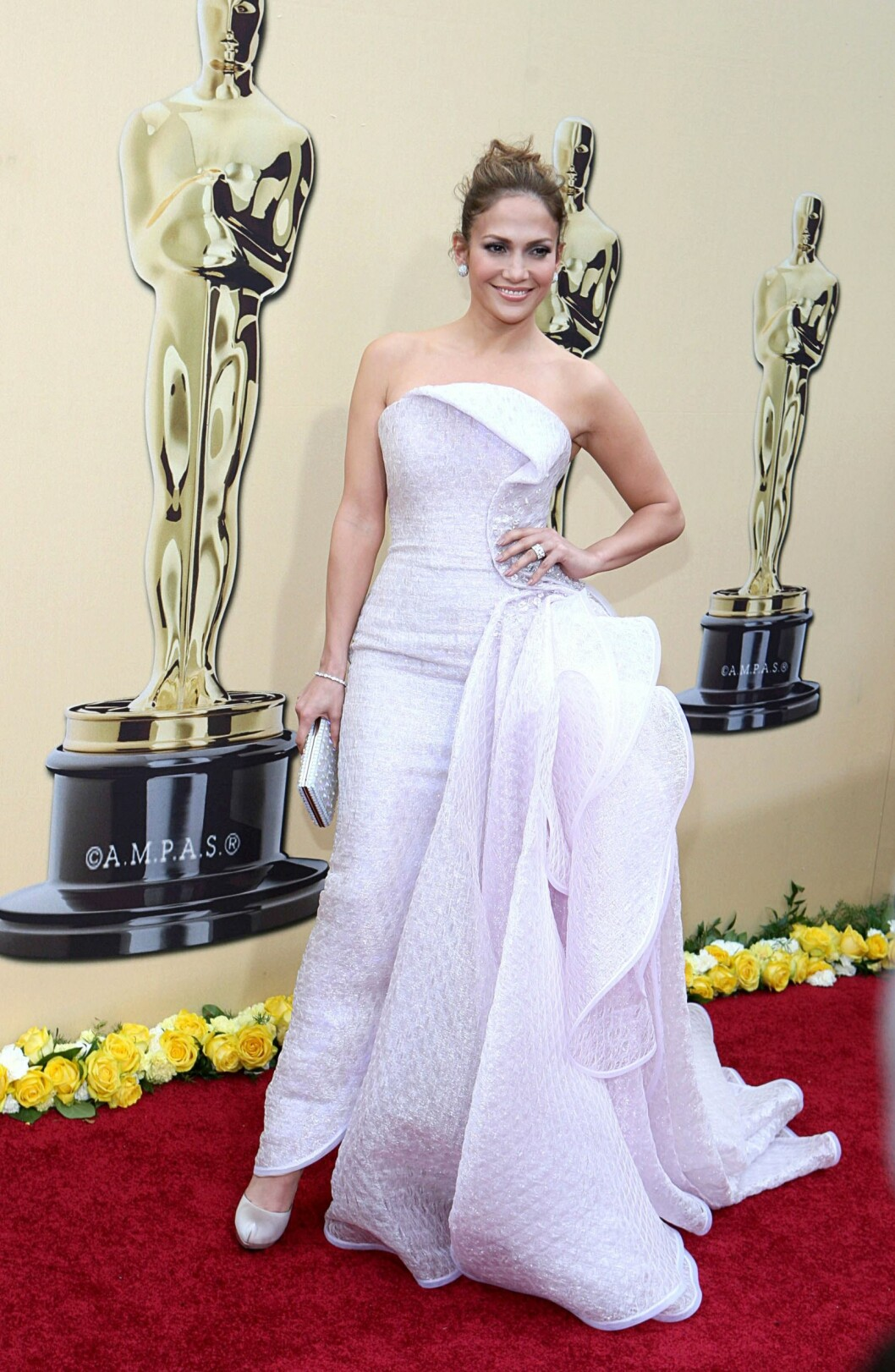 Jennifer Lopez (wearing an Armani Privé gown) at arrivals for 82nd Annual Academy Awards Oscars Ceremony - ARRIVALS, The Kodak Theatre, Los Angeles, CA March 7, 2010. Photo By: Emilio Flores/Everett Collection Foto: Emilio Flores/Everett Collection                                                                    /All Over Press