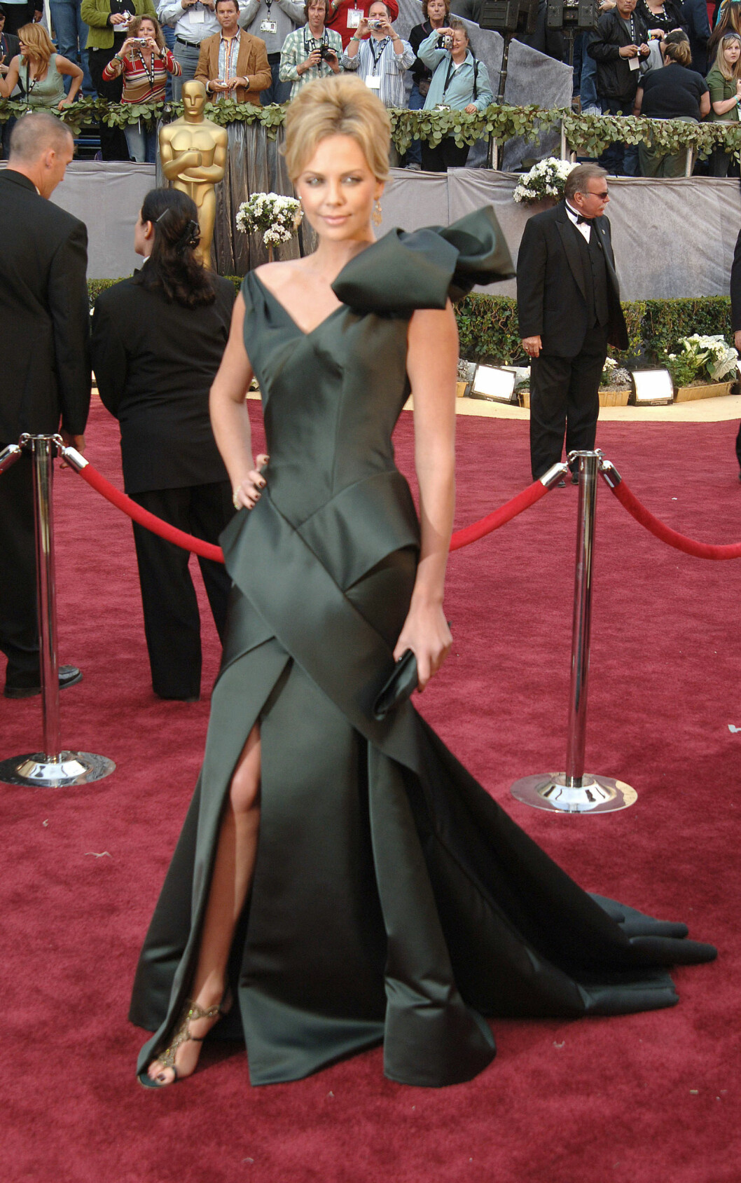 78th Annual Academy Awards held at the Kodak Theater, Hollywood, CA.  on March 5, 2006  Pictured: Charlize Theron Ref: SPL930243  170115   Picture by: Photo Image Press / Splash News  Splash News and Pictures Los Angeles:	310-821-2666 New York:	212-619-2666 London:	870-934-2666 photodesk@splashnews.com  Foto: Photo Image Press / Splash News/ All Over Press