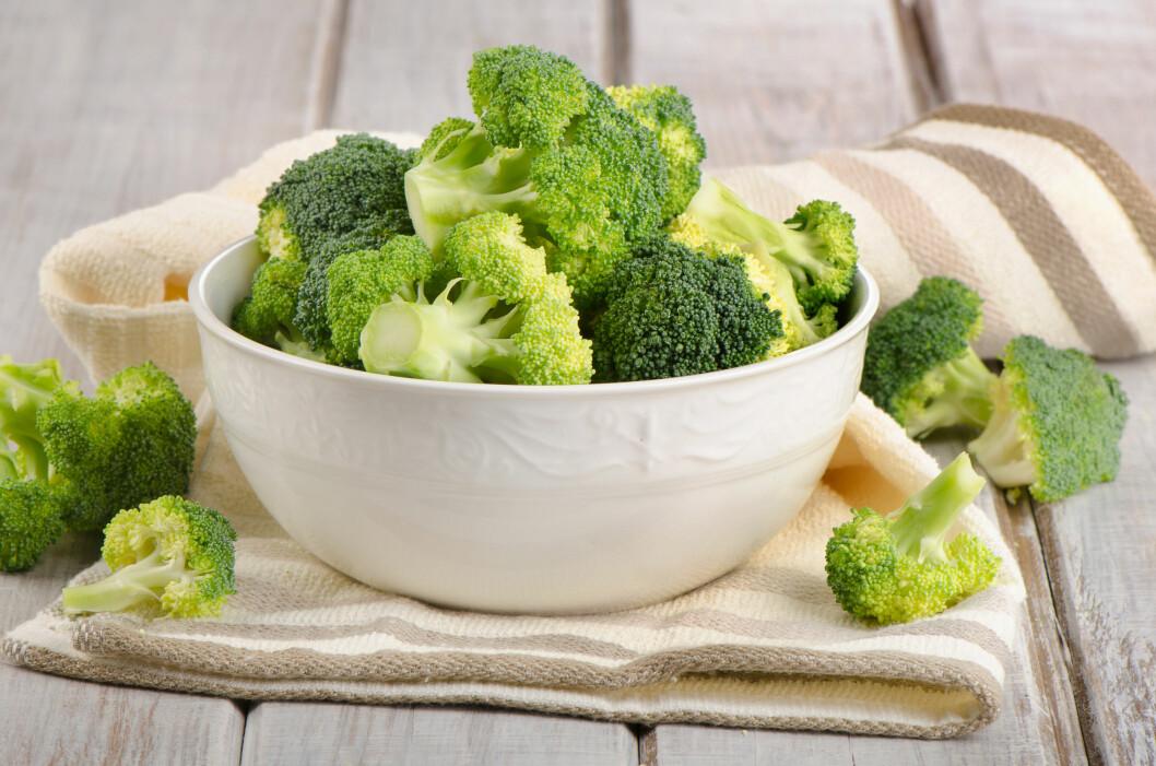 BROKKOLI: Brokkolien er regnet som supermat da den er full av vitaminer, jern, kostfiber og protein.  Foto: bit24 - Fotolia