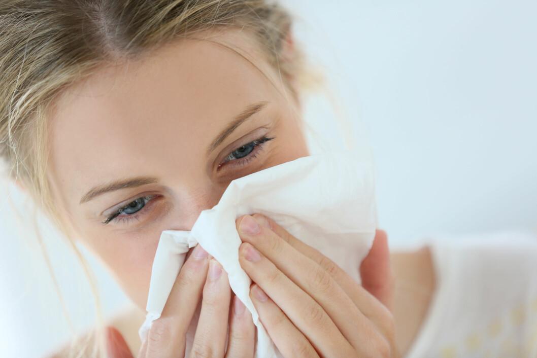 TETT NESE: Et typisk symptom på bihulebetennelse er tett nese. Man kan også oppleve puss og slim fra nesen.  Foto: goodluz - Fotolia