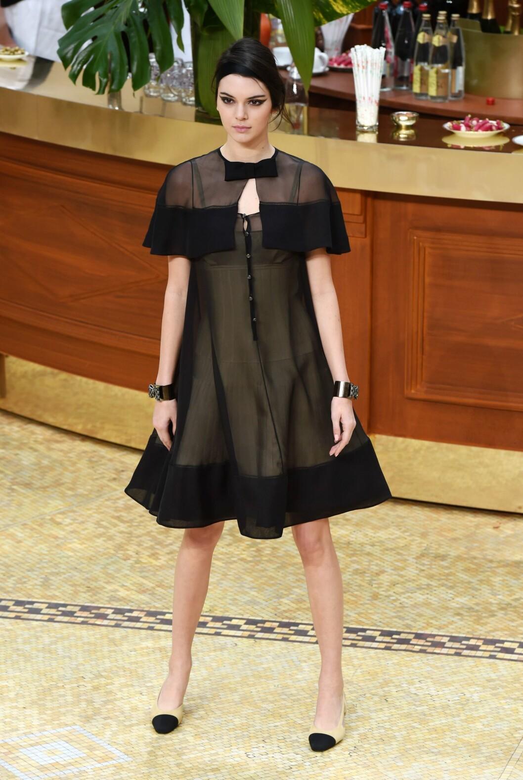 Kendall Jenner på catwalken for Chanel.  Foto: David Fisher/REX/All Over Press