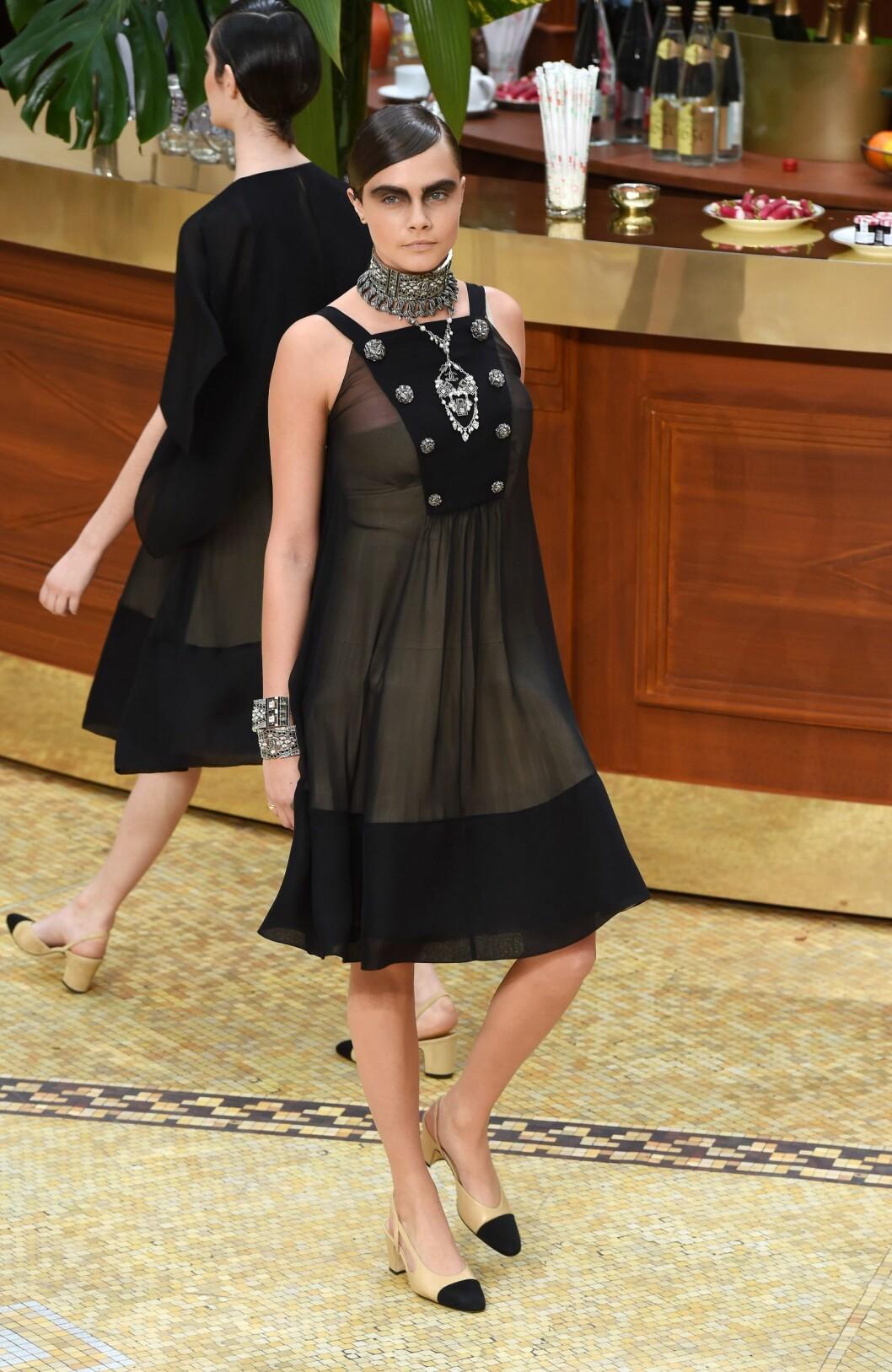 Cara Delevingne på catwalken.  Foto: David Fisher/REX/All Over Press