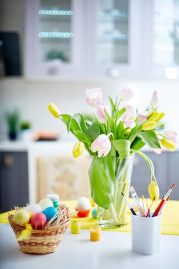 <strong>UPS:</strong> Slik går det om du pakker ut tulipanene og setter dem rett i vasen. Foto: pressmaster - Fotolia