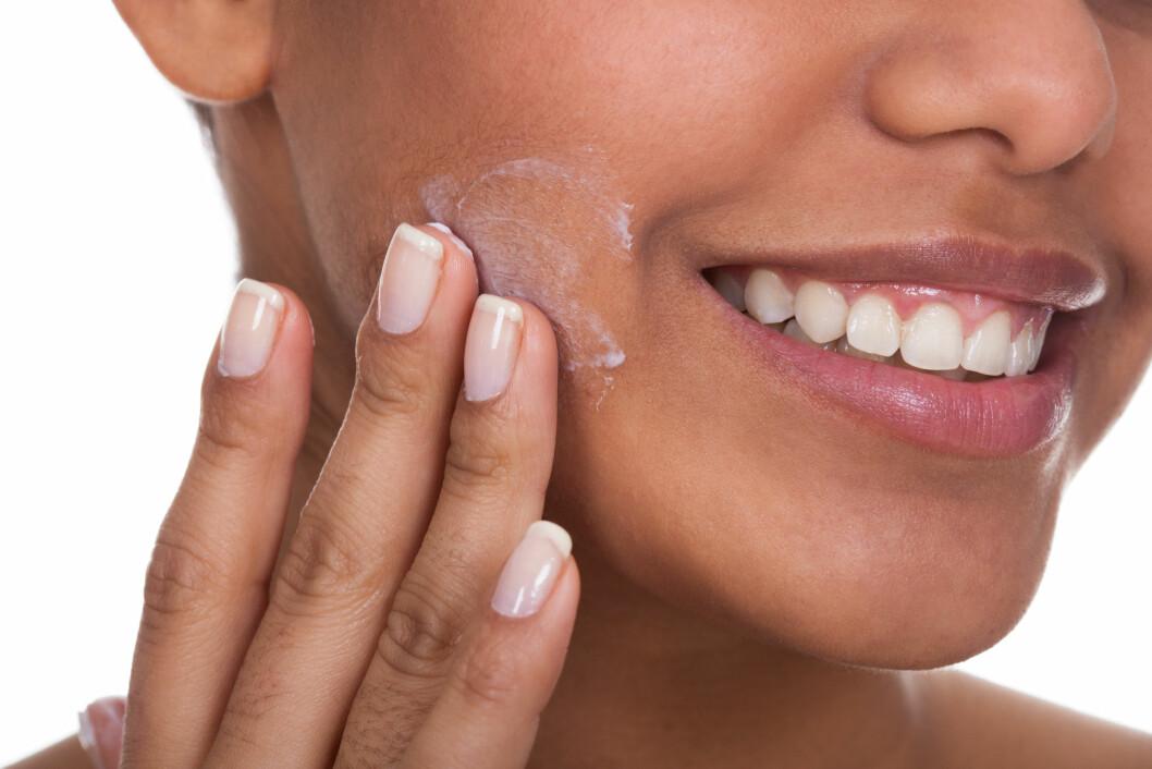 BEGGE DELER: Selv om du har tørr hud, er det ikke nødvendigvis sånn at du ikke får kviser. Det er helt vanlig å ha begge deler, men du kan gjøre noe med det. Produktvalg er svært viktig.  Foto: apops - Fotolia