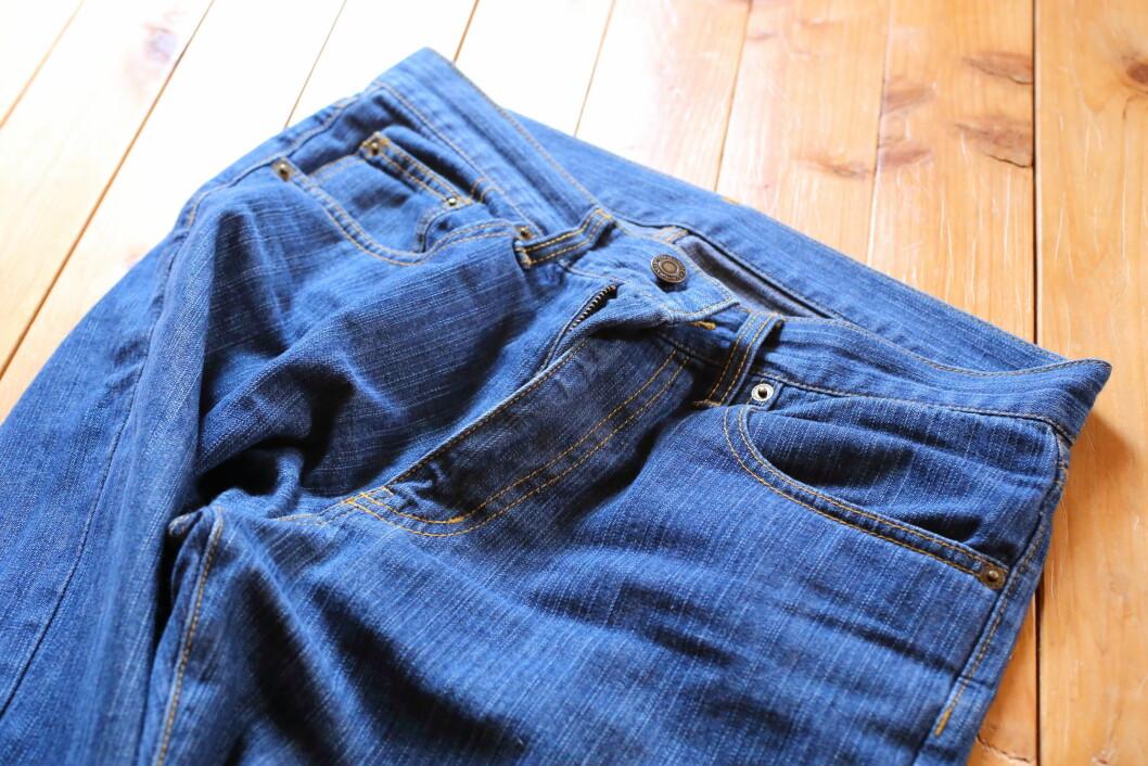 JEANS: Du bør ikke vaske jeans for ofte da hyppig maskinvask gjør at de mister formen og fargen.  Foto: sunasuna3rd - Fotolia