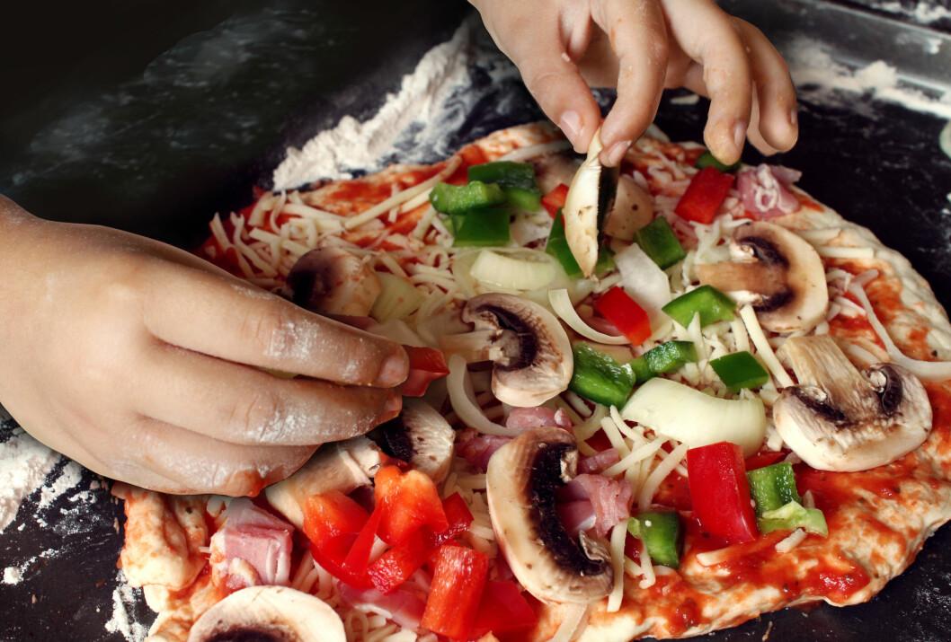 OBS! Ikke less på for mye på pizzaen, og stek soppen før du legger den på. Foto: freshidea - Fotolia