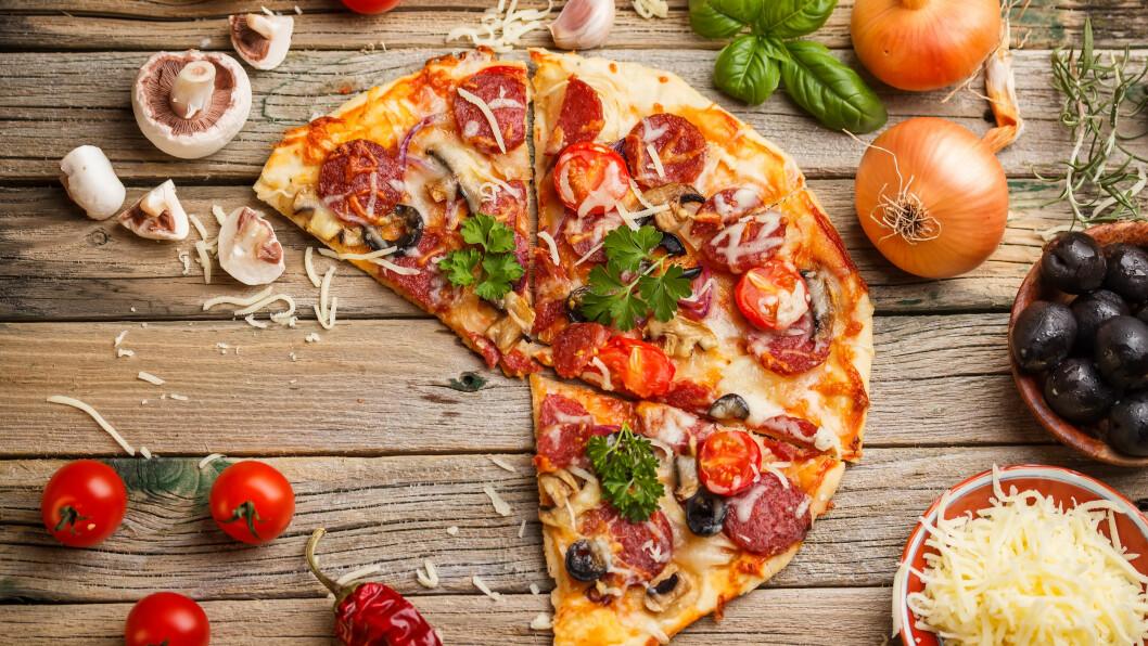 HJEMMELAGET PIZZA:  Den perfekte pizzaen lager du selv - med ditt favorittfyll. Men se opp for de klassiske pizzafellene. Foto: Grafvision - Fotolia