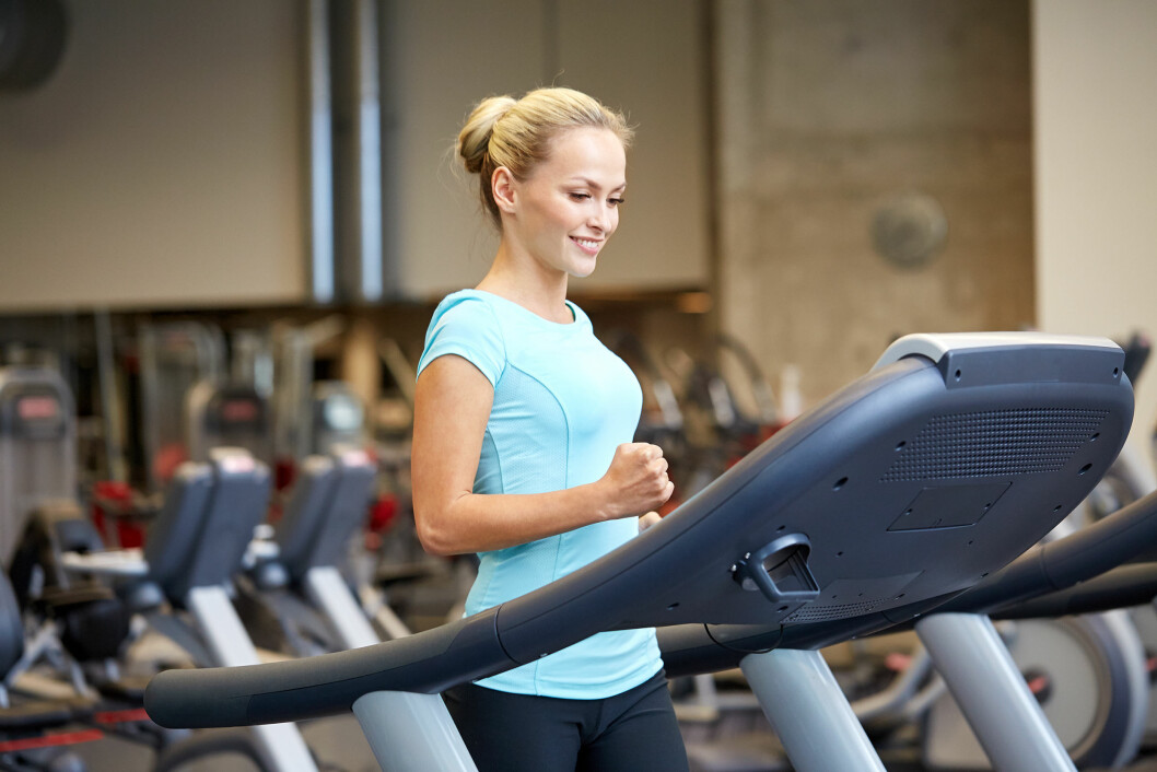 sport, fitness, lifestyle, technology and people concept - smiling woman exercising on treadmill in gym Foto: Syda Productions - Fotolia