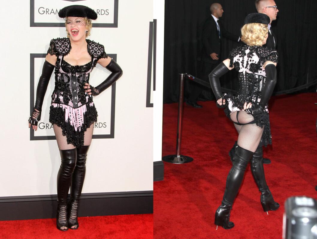 <strong>56 ÅR OG FORTSATT I BLITZREGNET:</strong> 56 år gamle Madonna var den som vakte mest oppsikt på den røde løperen - ikke minst da hun blottet stussen.  Foto: All Over Press
