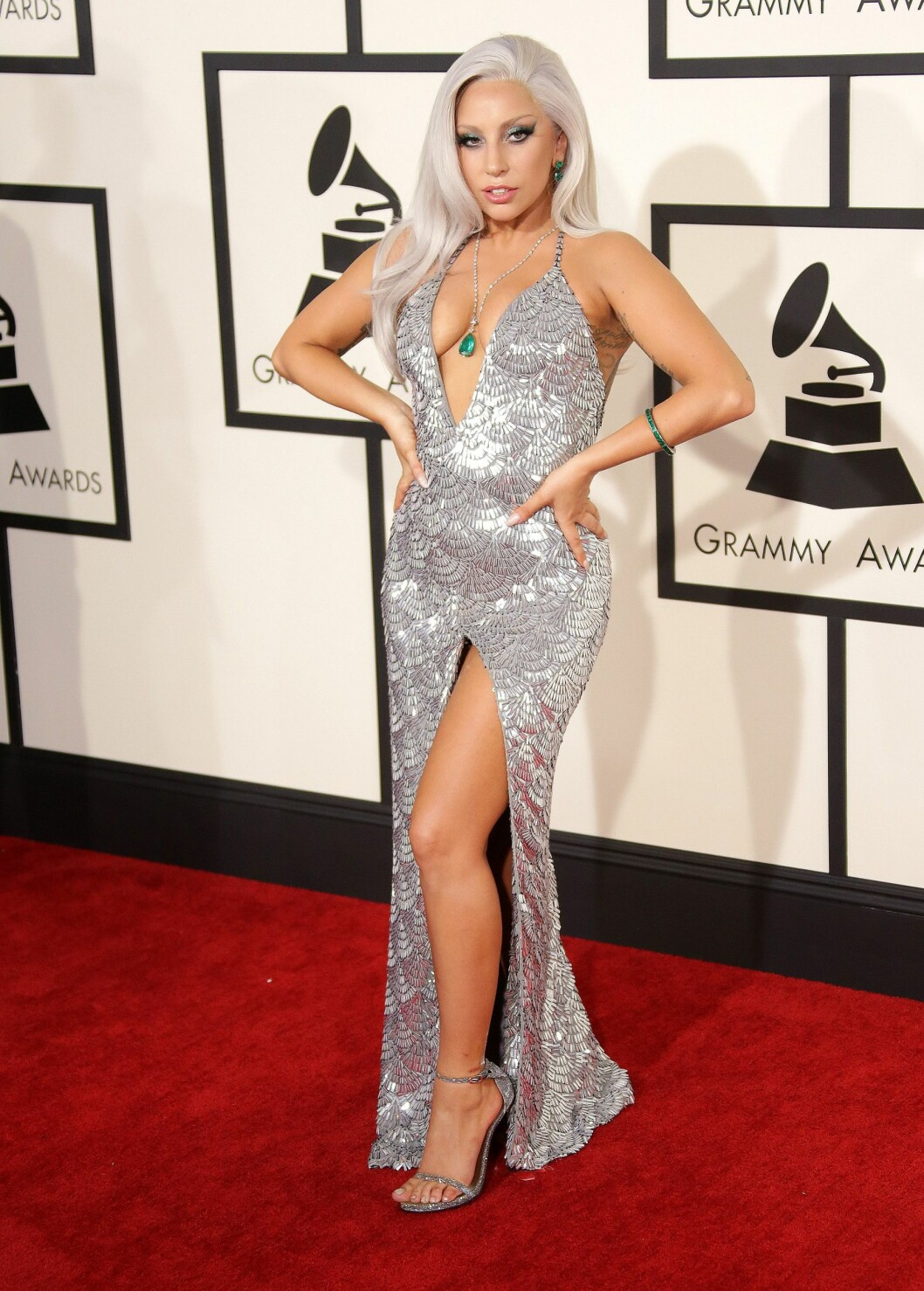 <strong>LADY GAGA:</strong> Så sexy ut i sin sølvskimrende kjole.  Foto: Jim Smeal/BEI/REX/All Over Press