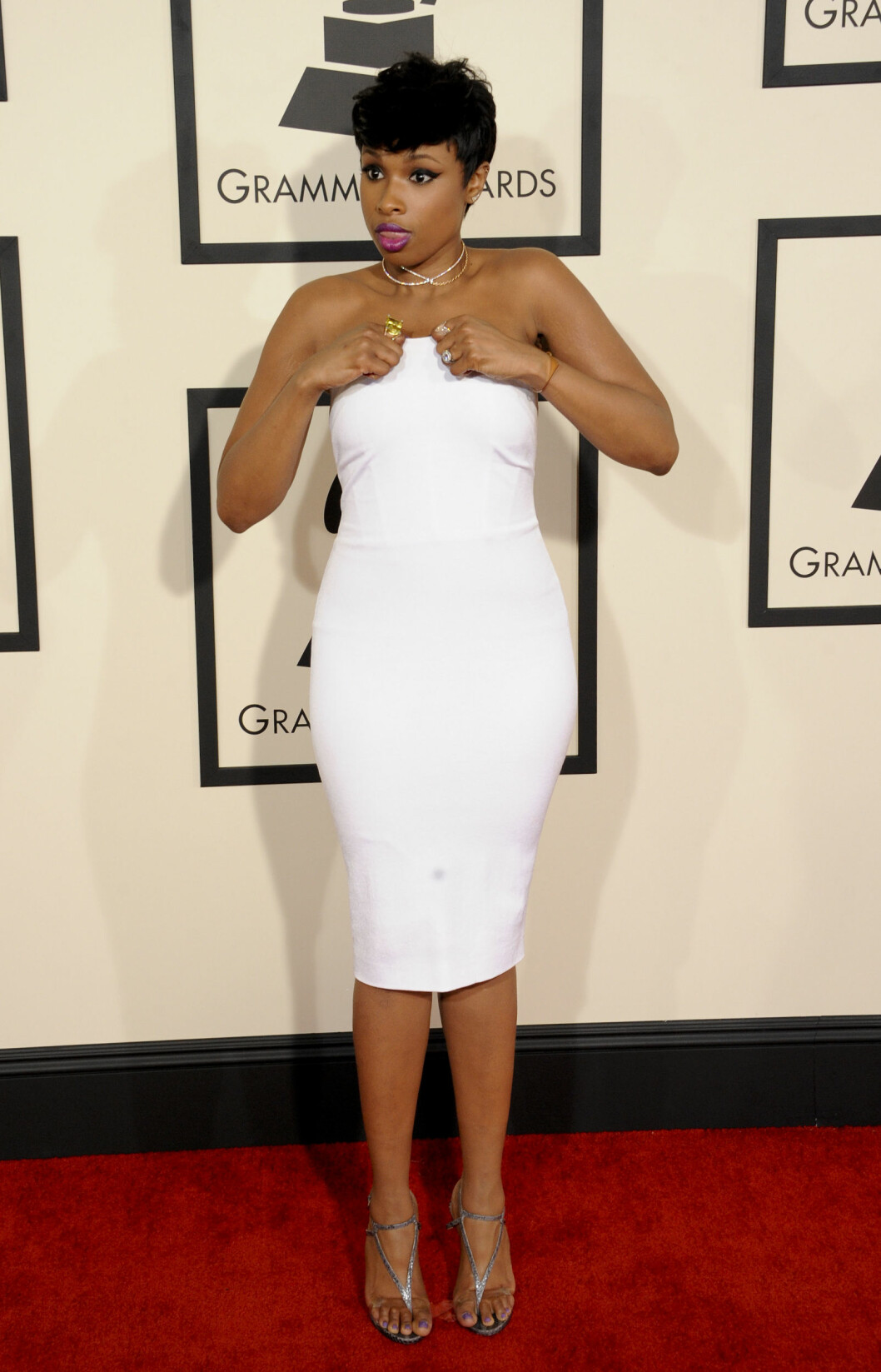 <strong>JENNIFER HUDSON:</strong> Så smashing ut i hvit minikjole.  Foto: Picture Perfect/REX/All Over Press