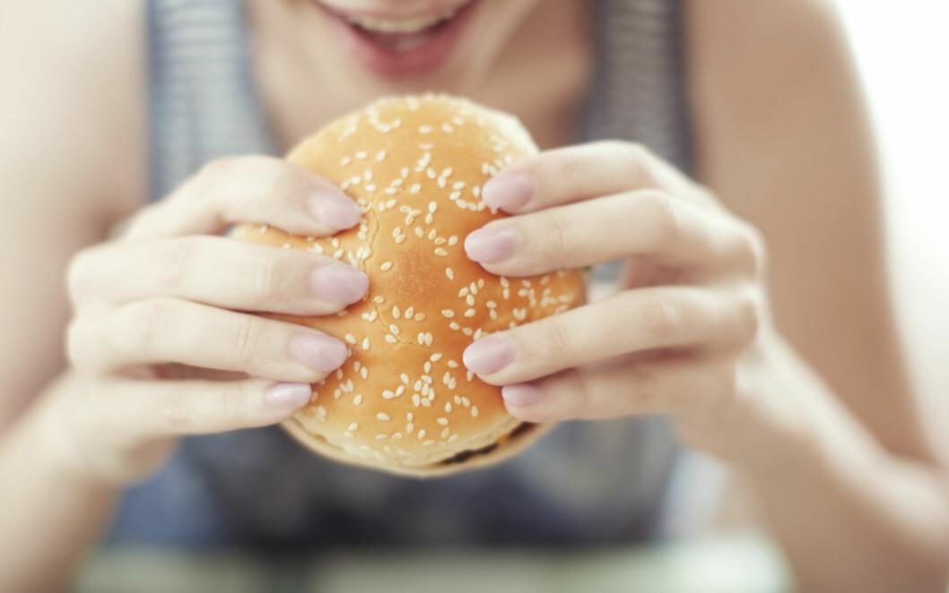FET FROKOST: Det å spise en fet frokost vil kun være en ekstra belastning på leveren din.  Foto: Arman Zhenikeyev - Fotolia