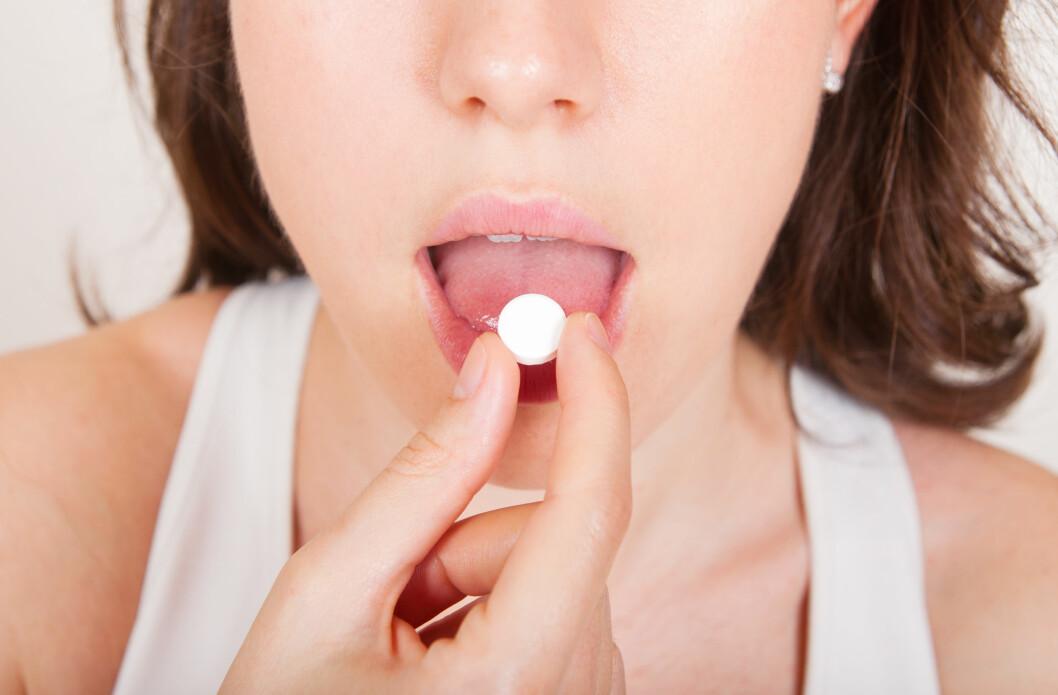SMERTESTILLENDE: Smertestillende kan hjelpe på fyllesyken, men unngå typen Ibux, Globoid og lignende. Disse går ikke bra sammen med alkohol.  Foto: Doruk Sikman - Fotolia