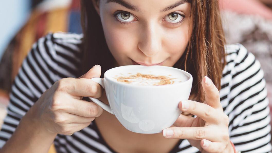 KOFFEIN: - Koffein innenfor et normalt inntak virker oppkvikkende, forklarer klinisk ernæringsfysiolog, Lise von Krogh. Koffein gir deg et kick av energi, og studier har vist at det også påvirker hjernen, og kan bidra til å skjerpe sansene dine og styrke konsentrasjonen. Foto: arthurhidden - Fotolia