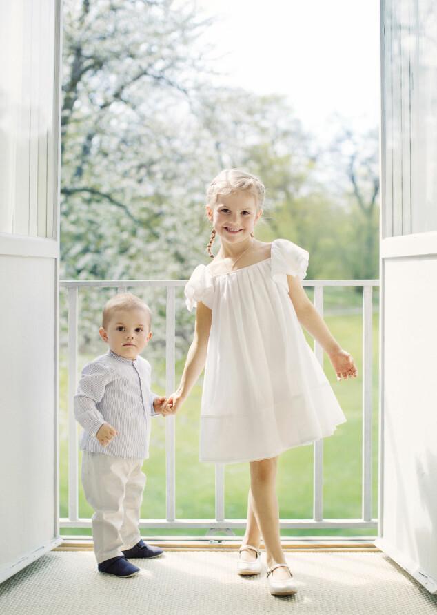 <strong>LIKE:</strong> I Sverige diskuteres det om hvem av de to barna som ligner mest på kronprinsesse Victoria og Daniel. Foto: Erika Gerdemark, Kungahuset.se