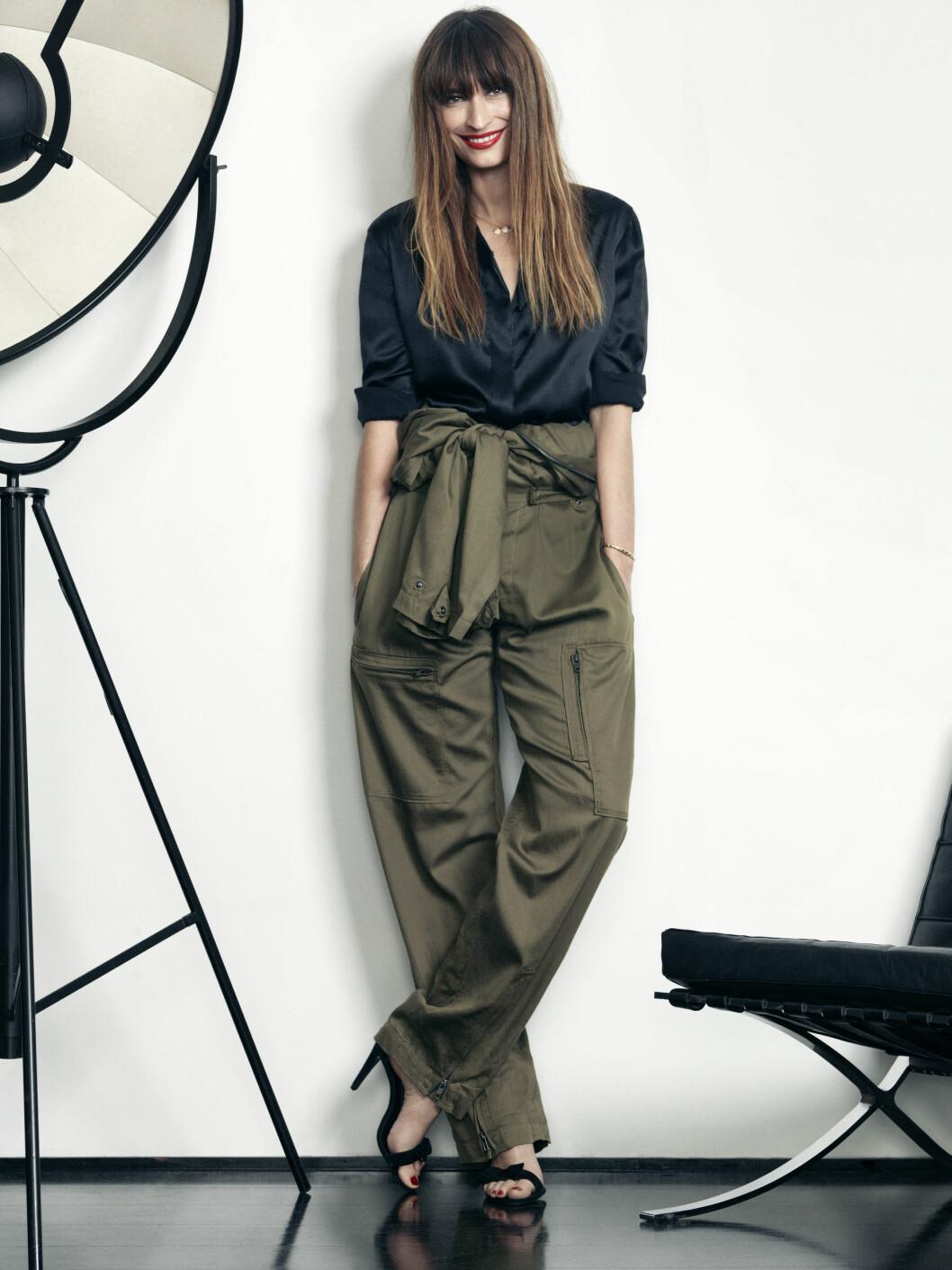 Caroline er kjent for sin elegante, men avslappede tomboy-stil og sin forkjærlighet for herre-T-skjorter, skinn og jeans. Foto: Nico for LancỘme