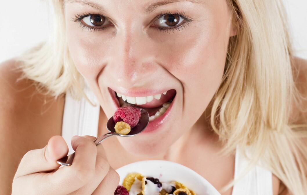 IKKE HOPP OVER FASTE MÅLTIDER: Nei, for da sprekker du lettere utpå kvelden, og ender med å spise mer enn du ville ha gjort på en «normal» dag, ifølge ernæringsfysiolog Kari Bugge. Foto: Mitarart - Fotolia
