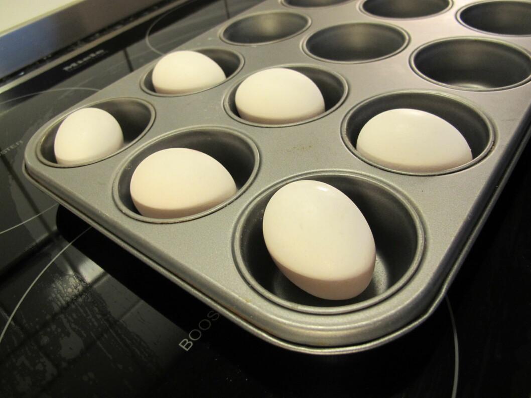 SMART: Lekende lett og med topp resultat - hardkokte egg i ovnen! Foto: Stine Okkelmo