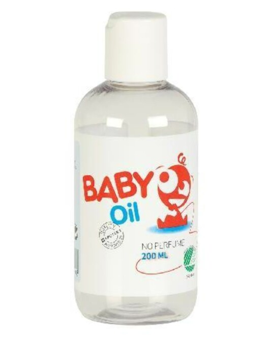 MYKGJØR: Babyolje gir deg en tettere barbering, samtidig som det gir huden pleie og fuktighet. Genialt for vintertørre legger. Baby Oil fra Dermica, kr 89,90.