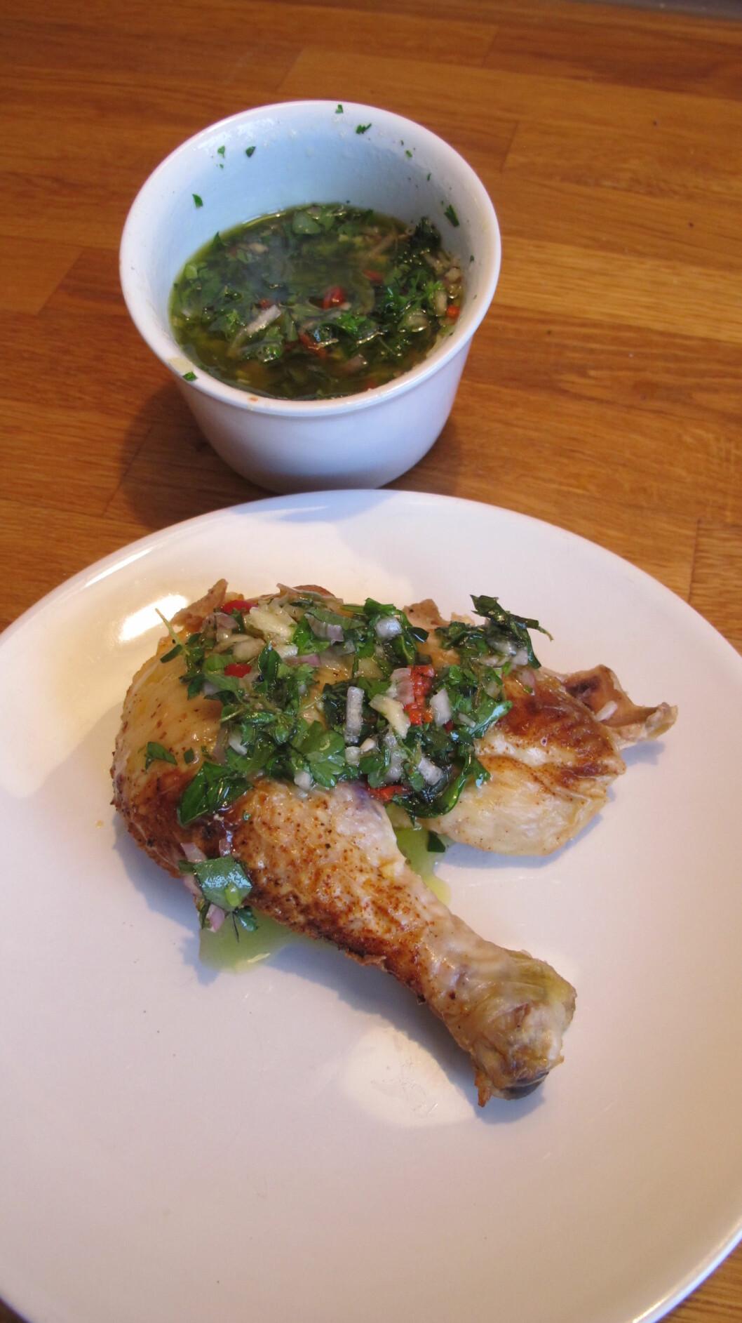 4. Vips, så er sausen ferdig! Smaker fortreffelig på kyllinglåret, biffen eller laksestykket. Foto: Stine Okkelmo