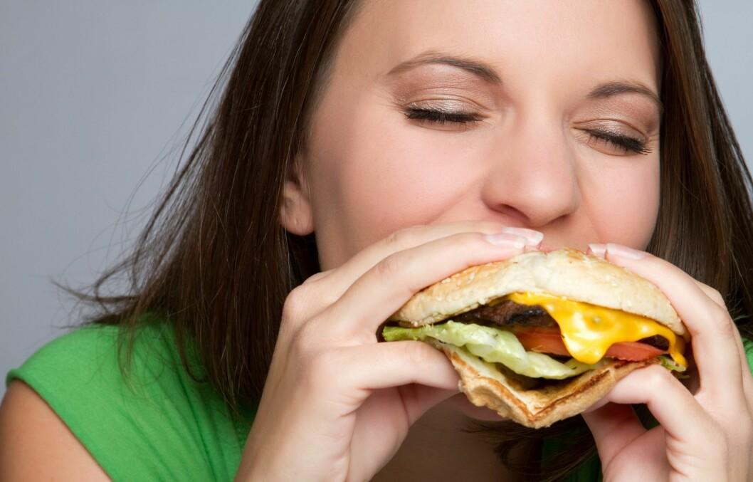 KVISE-MYTE?: Er det sant at fet mat, eller mat med mye sukker, kan gi deg kviser? Svaret får du i denne saken! Foto: Jason Stitt - Fotolia