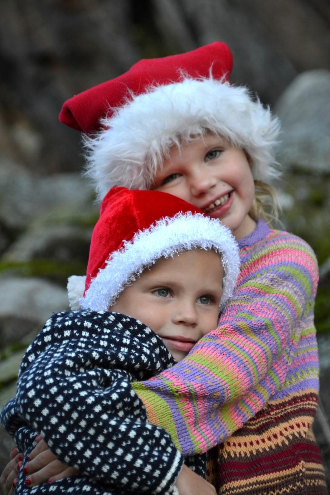 JULEBARNA: Angelica og Marcus ble født på julaften med to års mellomrom. – Det rare er at jeg hadde termin på samme dato i januar med begge to, forteller mamma Jeanette.