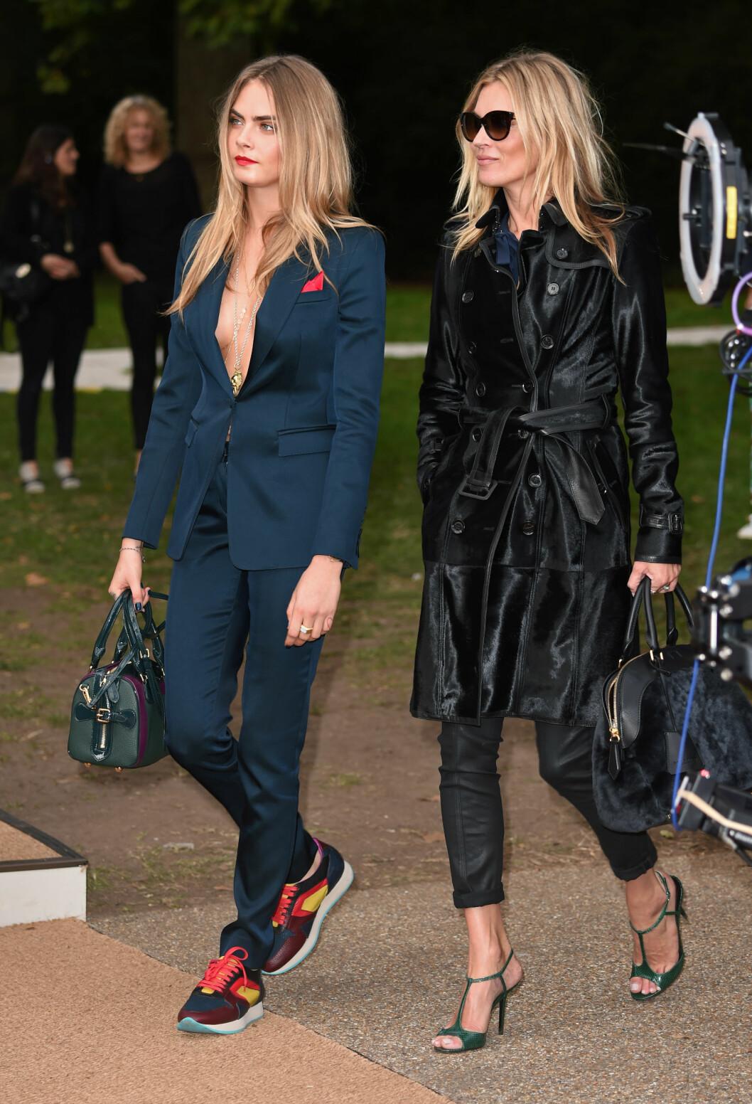 Supermodell Cara Delevingne møtte tidligere i høst på Burberry Prorsum-visningen i London med dress stylet med fargerike sneakers.  Foto: All Over