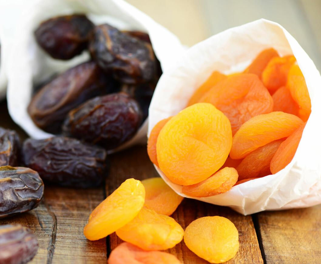 TØRKET FRUKT: Dersom du ønsker å gjøre baksten litt sunnere kan du prøve å bytte ut sukkeret med tørket frukt.  Foto: Printemps - Fotolia