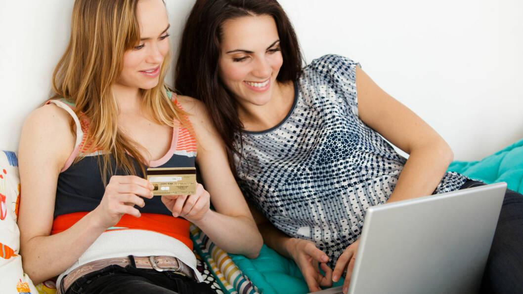 NETTHANDEL OG TOLL: Orker ikke shoppe i trange handlegater? Gjøre gode kupp på nett! Nå er tollgrensen økt til 350 kroner.