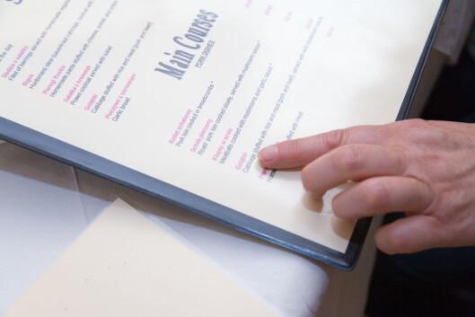 SKAL MERKES SKRIFTLIG: Du skal lett kunne finne informasjon om hvorvidt rettene du bestiller, inneholder en av de 14 allergenene. Foto: All Over Press