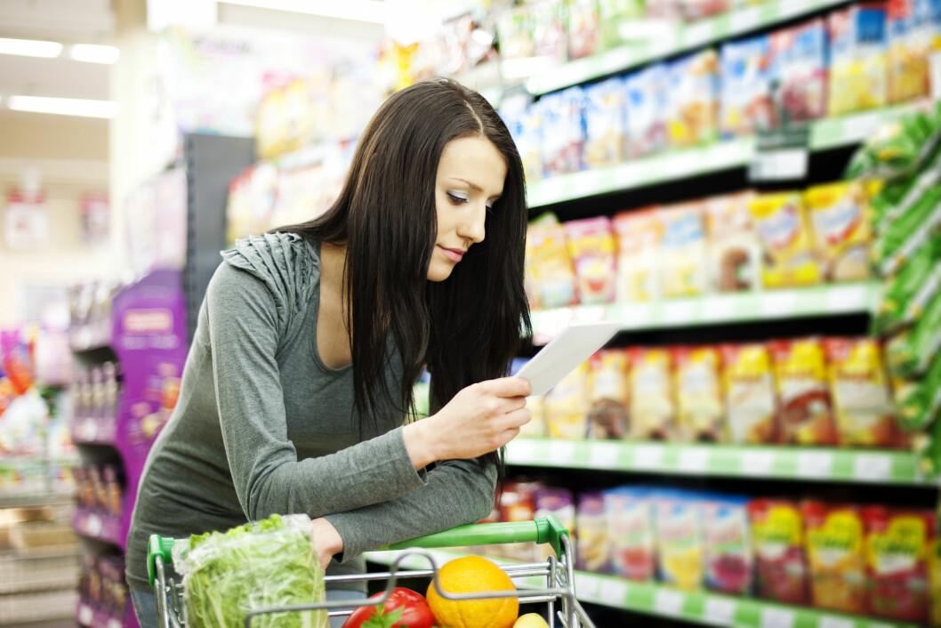 LAG EN HANDLELISTE: Du gjør lurt i å planlegge kjøpene dine før du drar på butikken slik at du ikke ender opp med kjappe, usunne løsninger.  Foto: gpointstudio - Fotolia