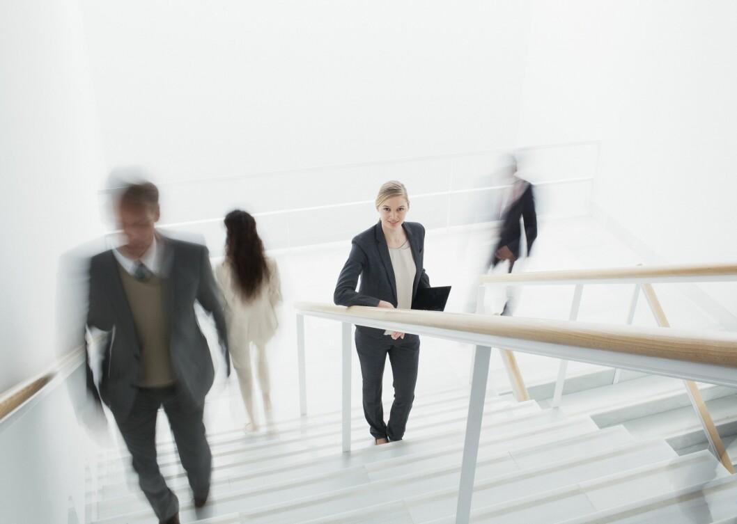 <strong>BEVEGELSE:</strong> Fysisk aktivitet kan selvsagt øke forbrenningen, og bare det å velge trappen foran heisen er en god måte å få inn mer hverdagsaktivitet på. Foto: REX/Caiaimage/All Over Press