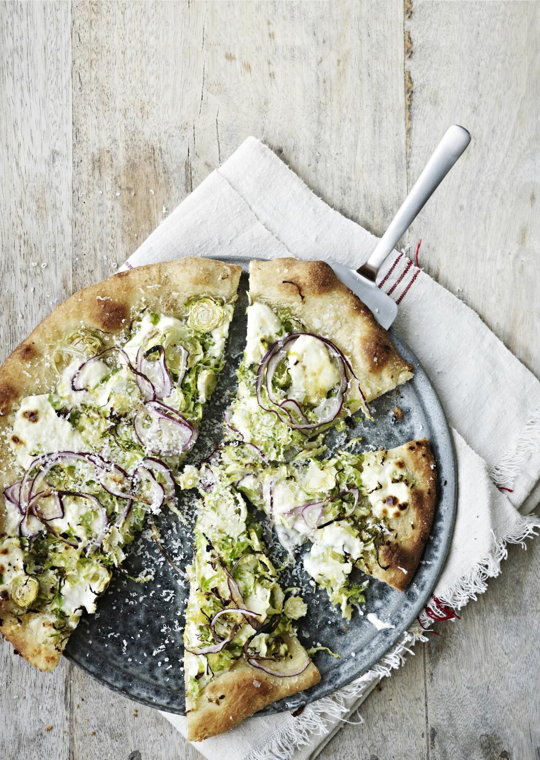 TIPS: Rosenkål kan brukes både rå og kokt. Den kan for eksempel strimles og brukes rå i salater – i tillegg til å være en klassiker kokt eller stekt til kjøtt. Foto: All Over Press