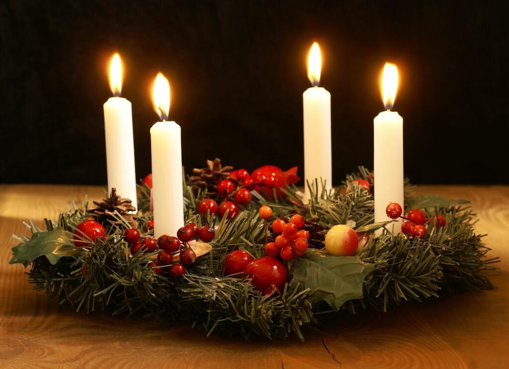 IRRITERENDE FINT: Julen er preget av mye lys - blant annet adventstaken. Mange astmatikere reagerer på osen. Foto: Magdalena Kucova - Fotolia