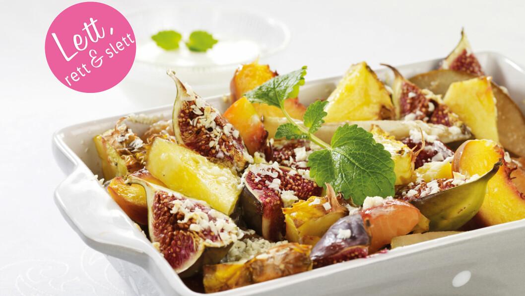 HVIT SJOKOLADE OVER FRUKT: Ovnsbakt frukt med smeltet hvit sjokolade på toppen - mmmmmm..... Foto: Grete Roede AS