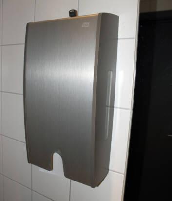 PAPIR - ET GODT VALG: Ifølge nyere studier, er papir å foretrekke framfor en lufttørker. Foto: Cecilie Leganger