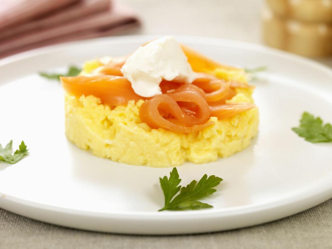 PROTEINER: Eggerøre og røkt laks er gode næringsrike matvarer som holder deg mett lenge. Foto: REX/Martin Lee/All Over Press