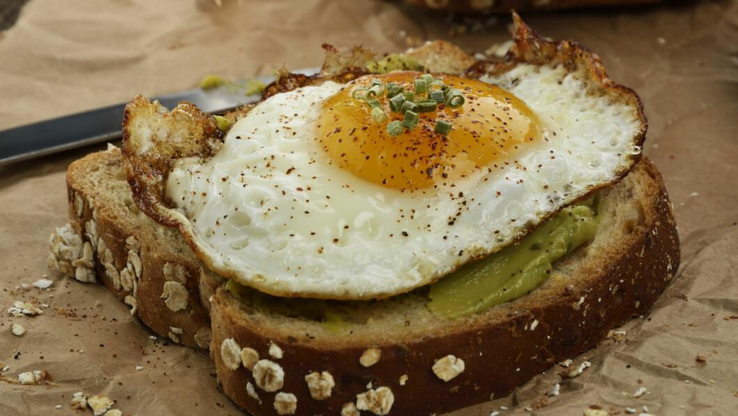 FROKOSTTIPS: Grovt brød, grove knekkebrød, havregryn, egg og avokado går igjen i treningsekspertenes frokosttips.  Foto: SunnyS - Fotolia