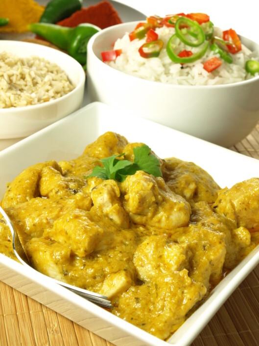 SPIS INDISK CURRY: Curry-retter er en fin måte å få i seg gurkemeie på.  Foto: Fotolia