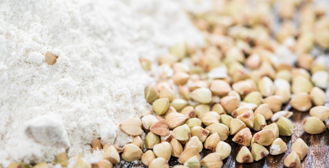 BOKHVETEMEL: Nei dette er ikke det samme som vanlig hvetemel. Bokhvete er nemlig frø fra en plante i syrefamilien.  Foto: HandmadePictures - Fotolia