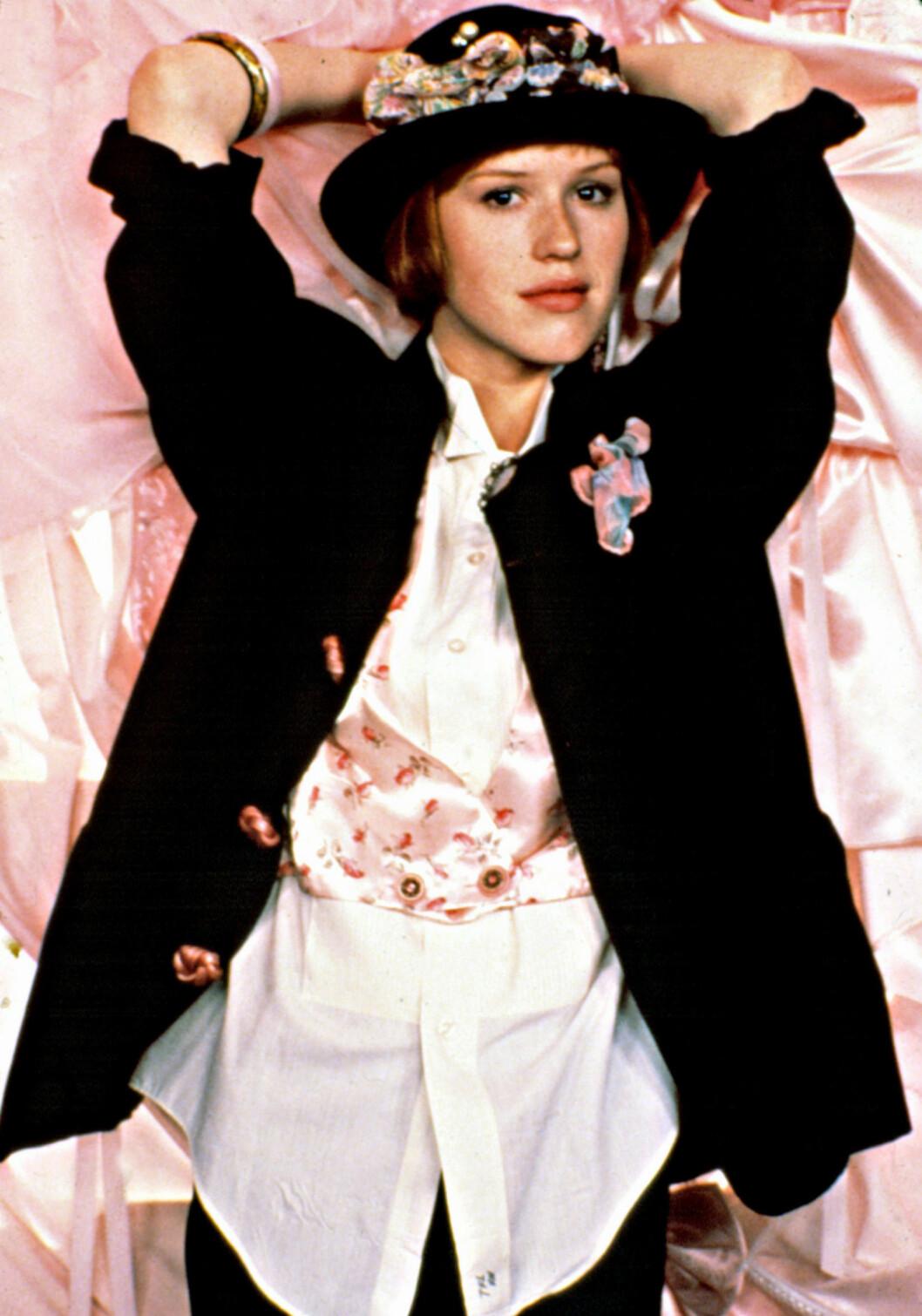 BOWLERHATT!: Molly Ringwald i filmen Pretty in Pink fra 1986, der hun inspirerte mange til å tenke litt nytt og annerledes.  Foto: ©Paramount/Courtesy Everett Col