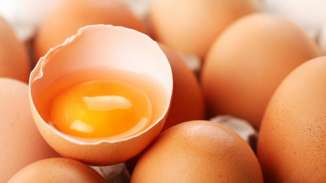 <strong>GIR HUDEN NY GLØD:</strong> Skill ut eggehviten, og smør den på huden din for et oppstrammende resultat. Foto: All Over Press