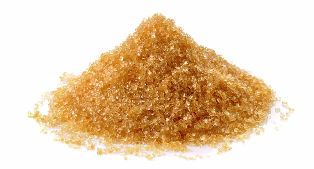 <strong>BRUN SUKKERSKRUBB:</strong> Blander du litt brunt sukker med olje, har du en maske som gir masse fukt til huden. Foto: sommai - Fotolia