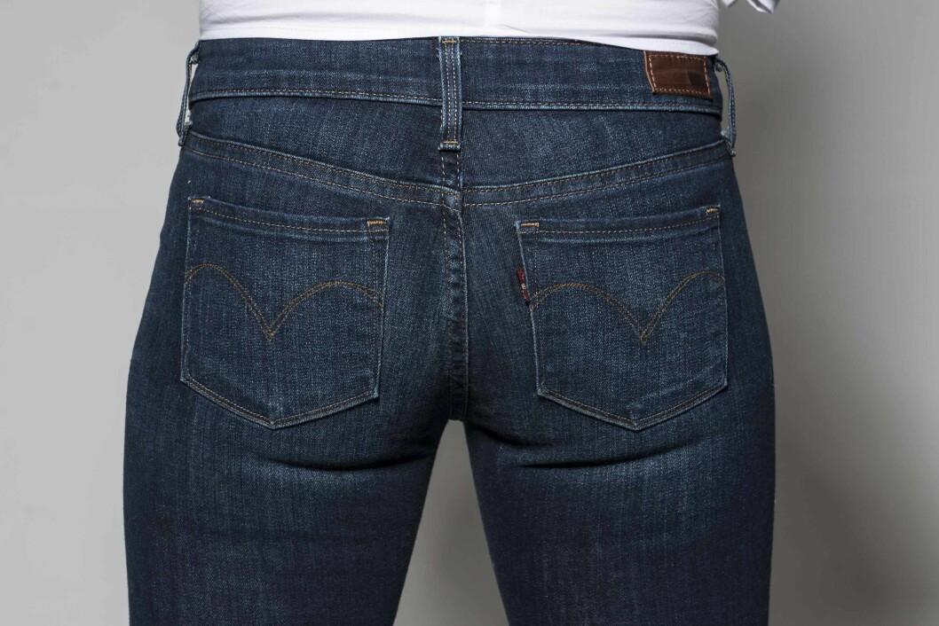<strong>SMÅ LOMMER:</strong> Velg små lommer om du vil at rumpa skal se fyldigere ut. Er lommene plassert midt på eller høyere, får rumpa et løft (kr 1000, Levi&#039;s). Foto: Solveig Selj